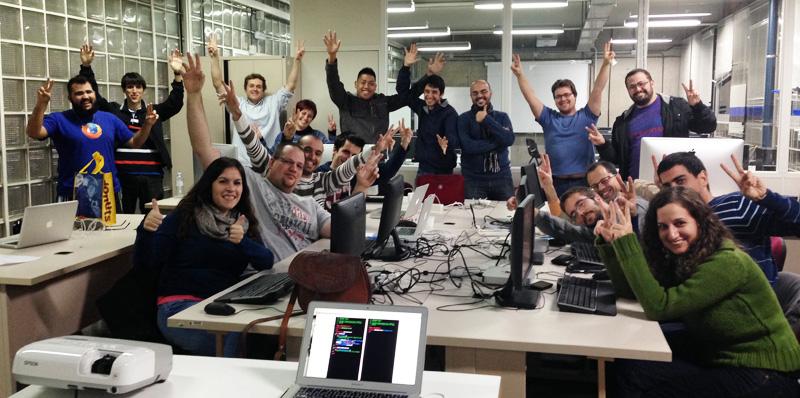 Foto de grupo del primer Kick Off de programació en iOS de la ULPGC